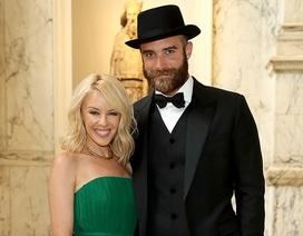 Bạn trai Kylie Minogue không đáng tin cậy