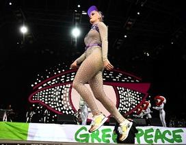 Katy Perry diện đồ đính toàn pha lê
