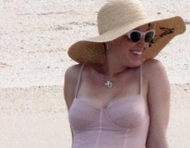 Katy Perry khoe dáng dầy đặn trong bộ áo tắm nửa kín nửa hở