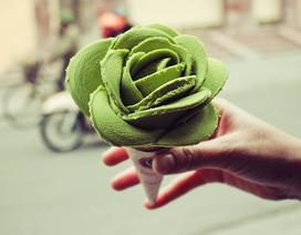 Xếp hàng mua kem hoa hồng tại Hà Nội