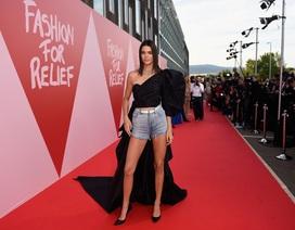 Bella Hadid đọ dáng bốc lửa với Kendall Jenner
