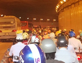 """Nếu kẹt xe ở hầm sông Sài Gòn, ô tô phải """"nhường"""" xe máy"""