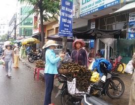 """Thị trường Tết Đoan Ngọ """"đìu hiu"""""""