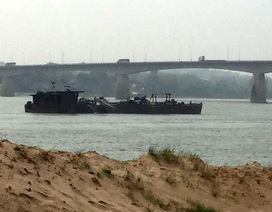 Khai thác cát gây sạt lở, thay đổi dòng chảy sông Đà?