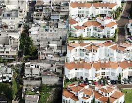 """""""Bức tường xấu hổ"""" phân chia hai thế giới giàu – nghèo khác biệt"""