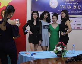 Kim Chi thuyết trình tại cuộc thi Hoa hậu Asean 2017