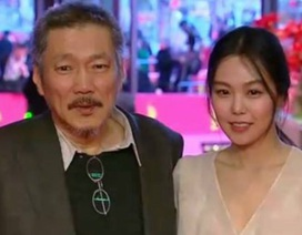 """Bị """"ném đá"""", Kim Min Hee và """"tình già"""" vẫn ôm nhau tình tứ ở sự kiện"""