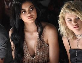 Kylie Jenner bốc lửa đi xem thời trang