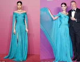 Lily Aldridge đẹp như mộng với váy xanh