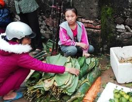 Sát Tết, 1000 đồng/ lá dong vàng úa, người dân bấm bụng mua gói bánh