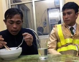 Bị chủ lừa đảo quỵt tiền, một phu hồ Đắk Lắk được CSGT Hà Nội giúp đỡ