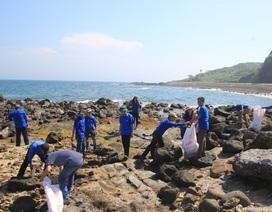 Quảng Trị: Đoàn viên, thanh niên ra quân làm sạch môi trường đảo Cồn Cỏ