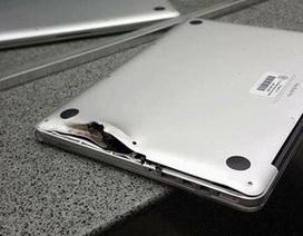Thoát chết trong vụ xả súng kinh hoàng nhờ laptop đỡ đạn