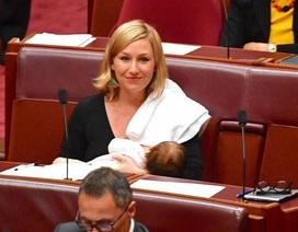 Nữ nghị sĩ Australia cho con bú ngay tại phòng họp quốc hội