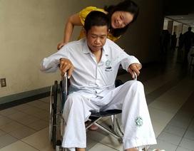 """""""Bất ngờ"""" đi lại được sau hơn nửa năm bị liệt hoàn toàn hai chân"""