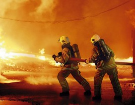 Nguyên đội lính cứu hỏa bị bắt vì... cố ý phóng hỏa