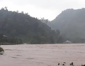 Mưa lớn gây sạt lở đất, một số vùng ở miền núi bị cô lập