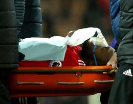 Lukaku chấn thương nặng, thở oxy rời sân