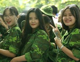 """Học sinh trường Lương Thế Vinh """"cực chất"""" với màu áo lính ngày khai giảng"""