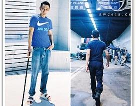 Sau tai nạn vỡ xương chậu, Lưu Đức Hoa chống nạng tới dự sự kiện