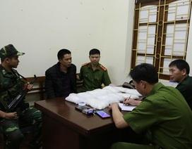 Bắt đối tượng người Trung Quốc nghi vận chuyển 11kg ma túy đá