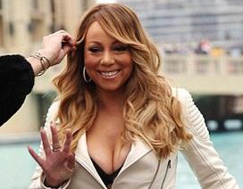 Mariah Carey đi giày cao gót vãn cảnh