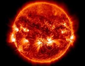 Các nhà khoa học phát hiện manh mối mới về bầu khí quyển nóng của Mặt Trời