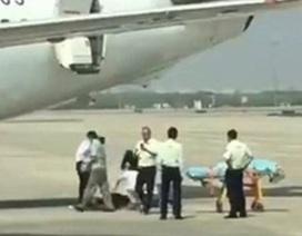 Nữ tiếp viên rơi khỏi máy bay khi chuẩn bị cất cánh
