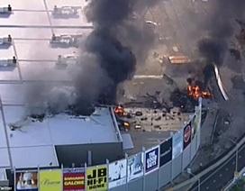 Máy bay rơi trúng trung tâm thương mại ở Australia, 5 người chết