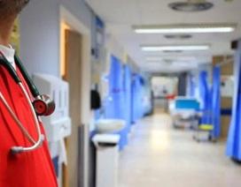 Trang bị máy quay để ghi lại những bệnh nhân dùng bạo lực với bác sĩ