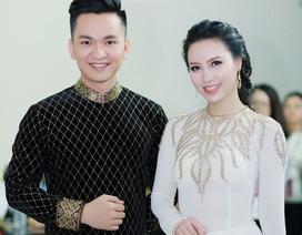 MC Hạnh Phúc lần đầu mặc áo dài sánh đôi cùng Minh Hà trên sân khấu