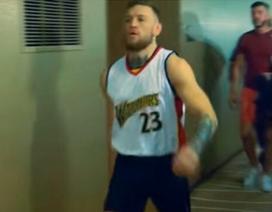 """McGregor mặc áo của kẻ """"cắm sừng"""" Mayweather"""
