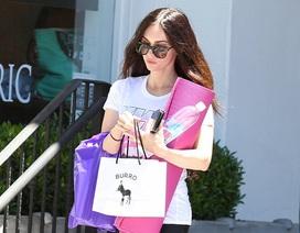 Megan Fox thon thả đi tập yoga