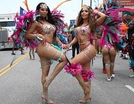"""""""Bản sao"""" cô Kim bốc lửa trong lễ hội Carnival"""