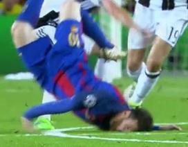 Messi ngã dập mặt và rách má trong ngày buồn của Barca