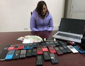 """Hà Nội: """"Tú bà"""" điều hành gái mại dâm bằng hơn 30 chiếc điện thoại"""