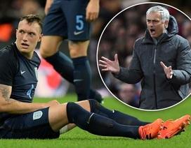 Phil Jones phải tiêm 6 mũi để đá giao hữu, Mourinho nổi điên