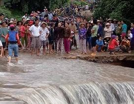 Huy động gần 100 người tìm kiếm Bí thư thôn bị nước cuốn trôi