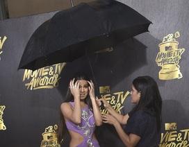 """Mưa đá """"làm hỏng"""" không khí lễ trao giải MTV Movie & TV Awards"""