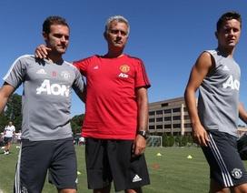 Các cầu thủ MU tập luyện chuẩn bị thi đấu với Barcelona