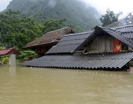 Nhiều ngôi nhà ở Yên Bái bị ngập nước đến tận nóc