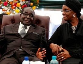 Cú  bắt tay từ chức hơn 10 triệu USD của cựu Tổng thống Zimbabwe