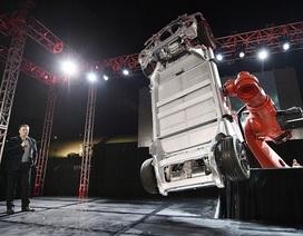"""Trí tuệ nhân tạo sẽ """"đuổi"""" sạch công nhân tại nhà máy sản xuất ô tô Tesla?"""