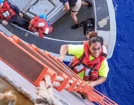 Hải quân Mỹ cứu 2 phụ nữ sau 5 tháng lênh đênh giữa đại dương