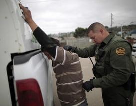 Số người nhập cư trái phép bị bắt tăng vọt dưới thời Tổng thống Trump