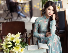 Thiếu nữ Quảng Bình thướt tha tà áo dài trên phố Sài Gòn