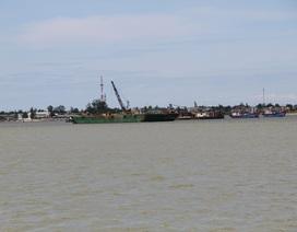 Quảng Trị: Người dân bức xúc, dùng tàu cá ngăn chặn việc hút cát!