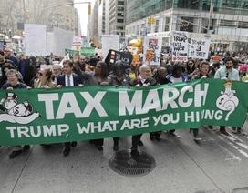 Biểu tình rầm rộ tại 150 thành phố của Mỹ đòi ông Trump công khai thuế