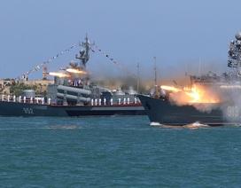 Tàu chiến Nga đồng loạt phô diễn sức mạnh trong Ngày Hải quân