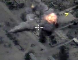 Cận cảnh tên lửa Nga dội vào nơi ẩn náu của IS ở Syria